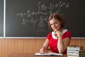 jeune-enseignante-se-prepare-pour-la-lecon