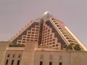 dubai-pyramide