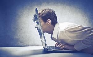 homme-ordinateur-rencontre-virtuelle-web