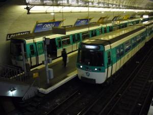 Metro_-_Paris_-_Ligne_8_-_Lourmel_-_MF_77