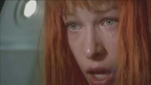 leeloo-pleure