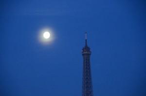 tour_eiffel_lune