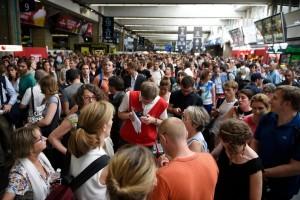 7779136747_le-trafic-tgv-a-ete-interrompue-en-paris-et-le-sud-ouest-vendredi-17-juillet