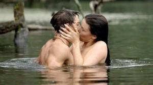 un-baiser-langoureux-pour-une-scene-torride-image