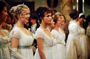 Keira Knightley et Rosamund Pike dans Orgueil et Préjugés