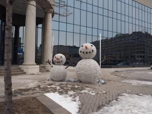La tristesse de faux bonhommes de neige sans neige