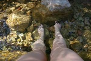 Mes jambes pré opération du genou et pré trou dans la jambe parce que je suis tombée dans le métro