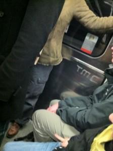 Photo empruntée à Christophe Lhomme qui semble très énervé par les gens qui restent assis en cas d'affluence (on comprend pourquoi)