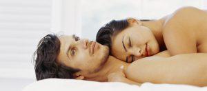 couple-dormir-nu-a-deux-pour-vivre-heureux