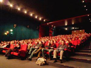 salle cinéma pleine