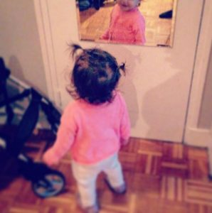 petite fille en rose