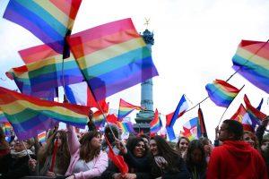 mariage pour tous, manifestation à la Bastille, rainbow flag