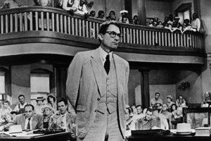 """Gregory Peck est Atticus dans le film tiré du roman """"Ne tirez pas sur l'oiseau moqueur"""" d'Harper Lee"""