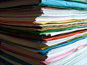 Pile de manuscrits prêts à être envoyé