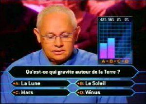 Qui veut gagner des millions, le public pense que c'est le soleil qui gravite autour de la terre