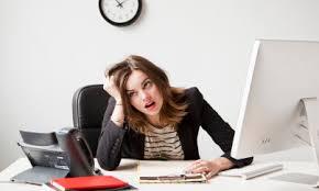 Femme travaille trop