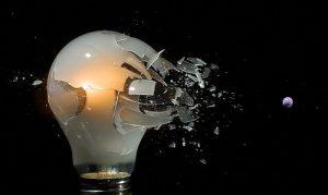 Ampoule brisée par un projectile