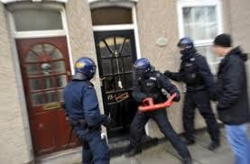 Institutionatiolisation de l'état d'urgence, un risque de voir de plus en plus de perquisitions abusives ?