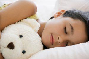 Bien dormir avec une peluche