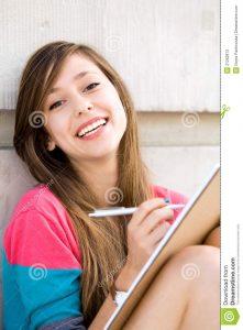 Adolescente niaise qui écrit
