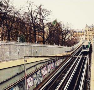 Paris - métro et Tour Eiffel