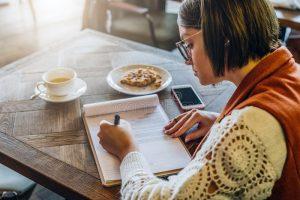 Ecrire au café