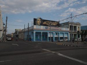 El che au dessus d'une laverie à Cienfuegos, Cuba