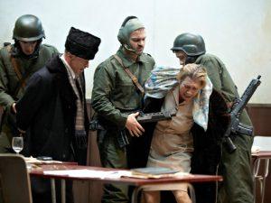 Les Ceausescu juste avant leur exécution publique