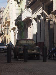 Vieille carcasse dans les rues de la Havane, Cuba