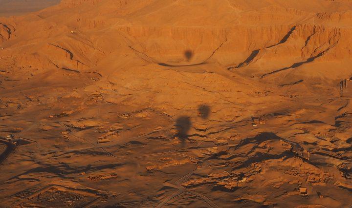 Survol du désert d'Egypte en montgolfière